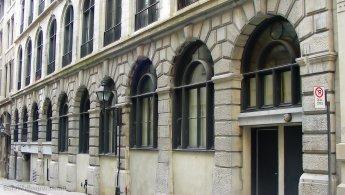 Bâtiment de style ancien du Vieux-Montréal fonds d'écran gratuits