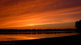 Incandescent sunset over the river desktop wallpapers