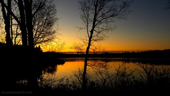 Early sunrise on the lake desktop wallpapers