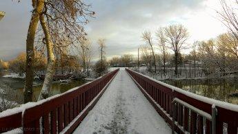 Winter bridge over the Rivière-du-Chêne desktop wallpapers